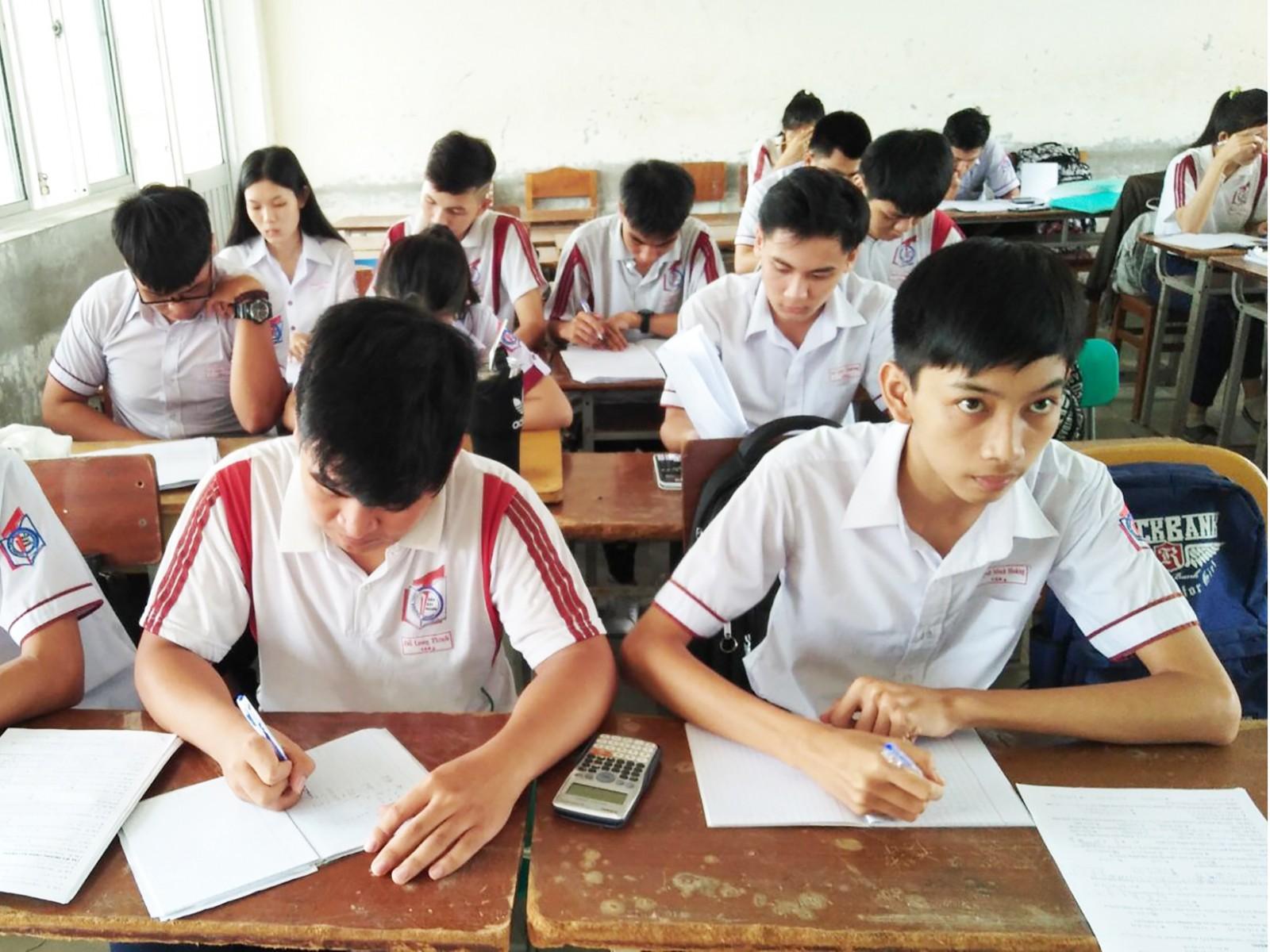 Học sinh lớp 12 Trường THPT Trần Đại Nghĩa ôn thi, chuẩn bị tốt cho Kỳ thi THPT Quốc gia sắp tới.
