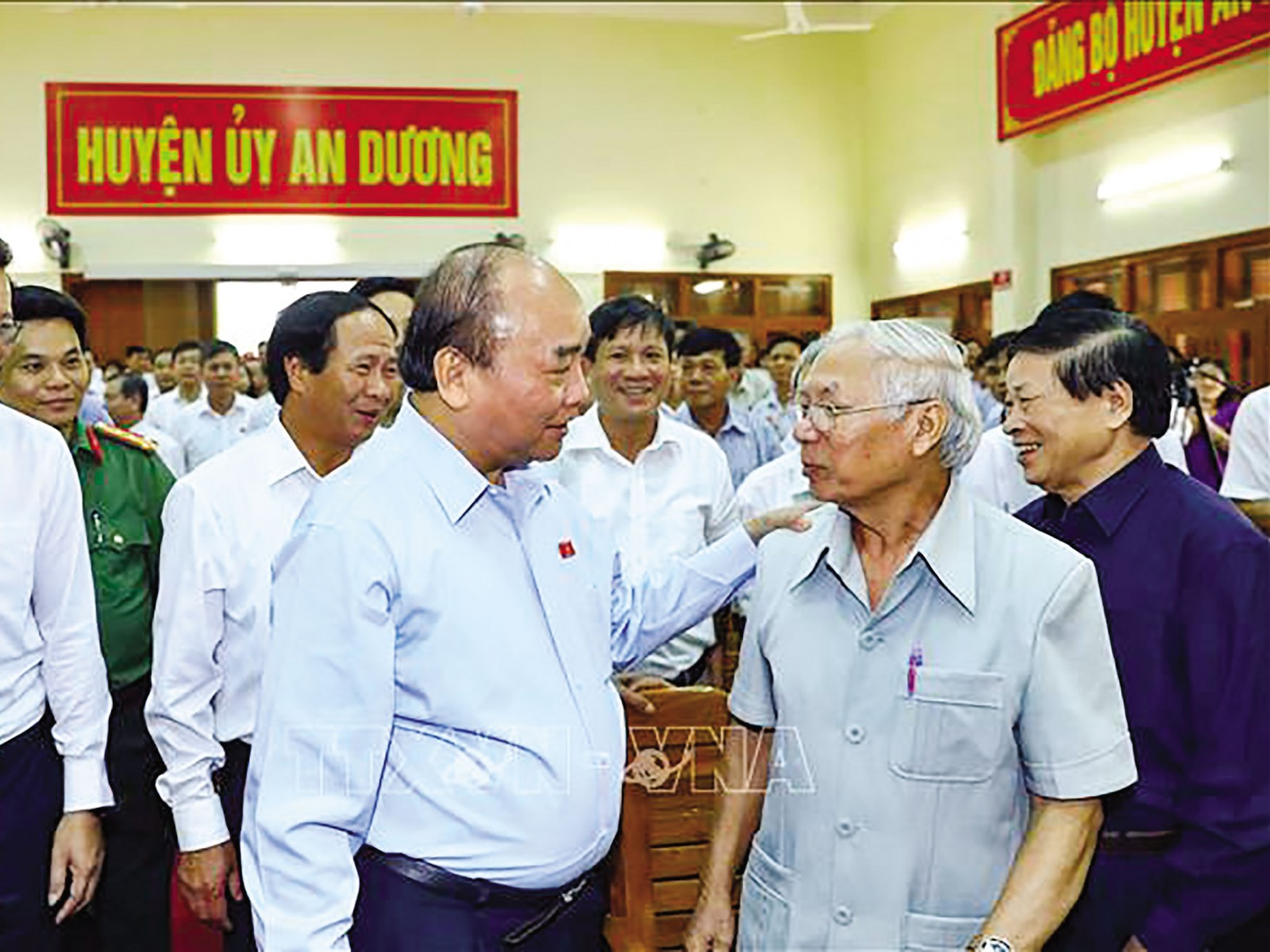 Thủ tướng Nguyễn Xuân Phúc tiếp xúc cử tri An Dương, Hải Phòng.