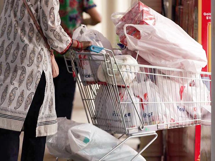"""Nhiều quốc gia đang """"tuyên chiến"""" với nạn lạm dụng túi nylon."""