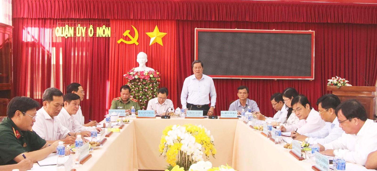 Đồng chí Phạm Văn Hiểu, Phó Bí thư Thường trực Thành ủy, phát biểu chỉ đạo tại buổi làm việc với Ban Thường vụ Quận ủy Ô Môn.