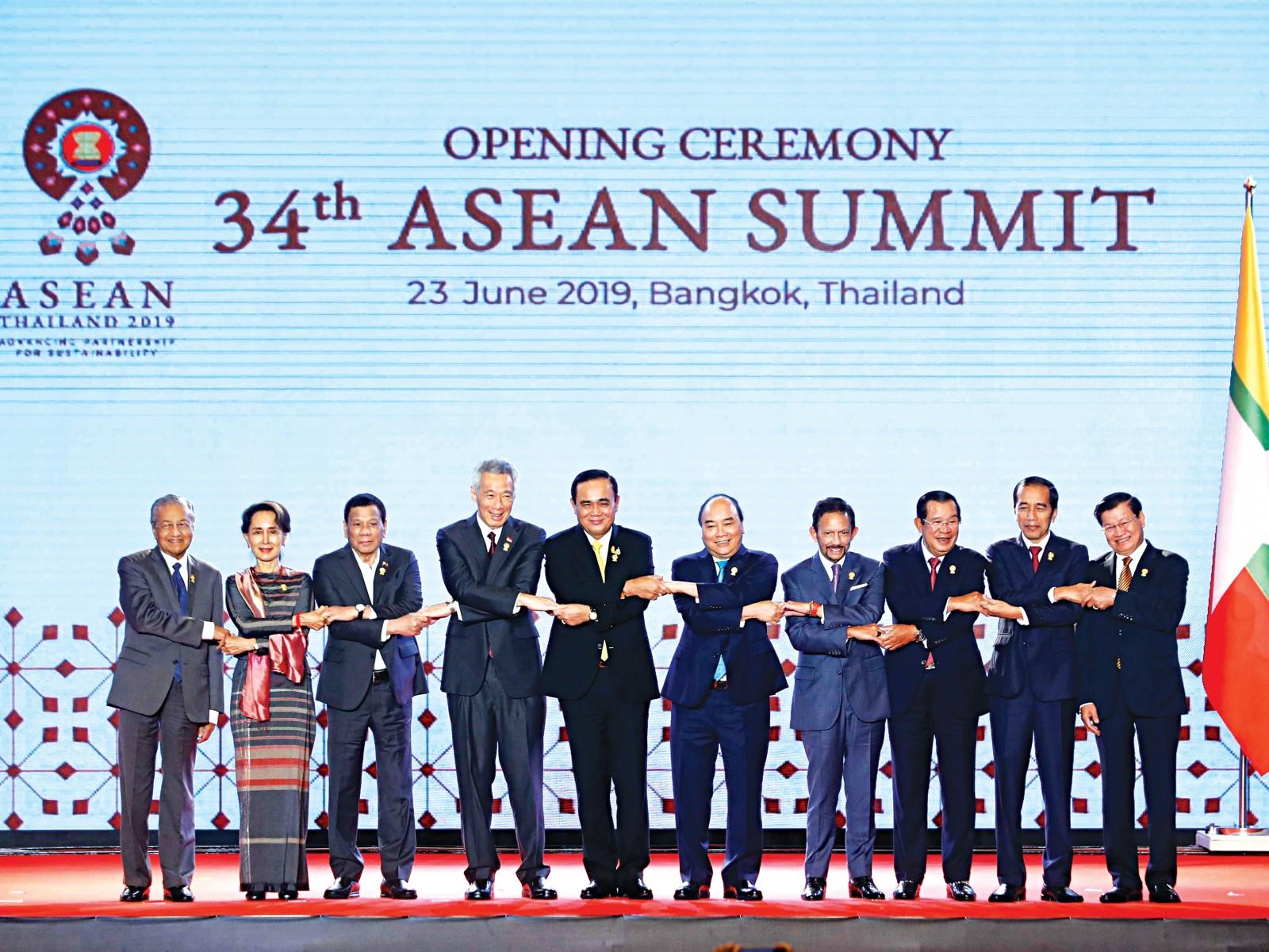 Thủ tướng Nguyễn Xuân Phúc và các nhà lãnh đạo ASEAN chụp ảnh chung. Ảnh: Thống Nhất – TTXVN
