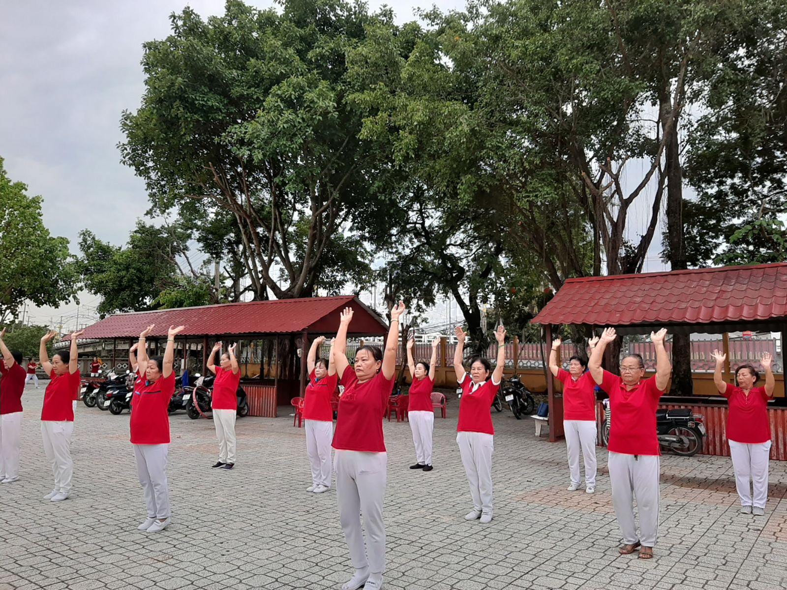 Tập thể dục đều đặn là cách đơn giản và hữu hiệu, giúp chị em rèn luyện sức khỏe.