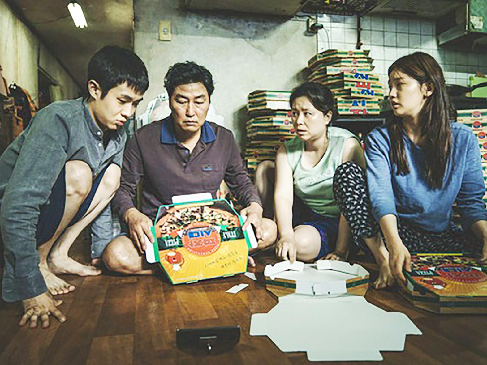 Gia đình Ki-woo sống bần hàn trong phim.