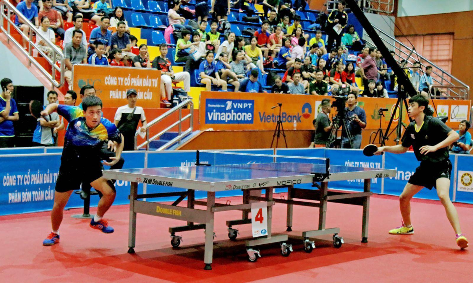 Các tay vợt thi đấu tại Giải bóng bàn quốc tế Vĩnh Long 2019. Ảnh: DƯƠNG THU
