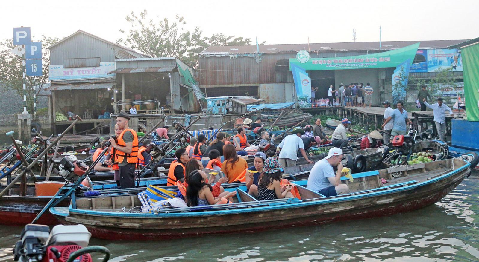Trạm dừng chân chợ nổi Cái Răng sẽ là điểm chính diễn ra Ngày hội.