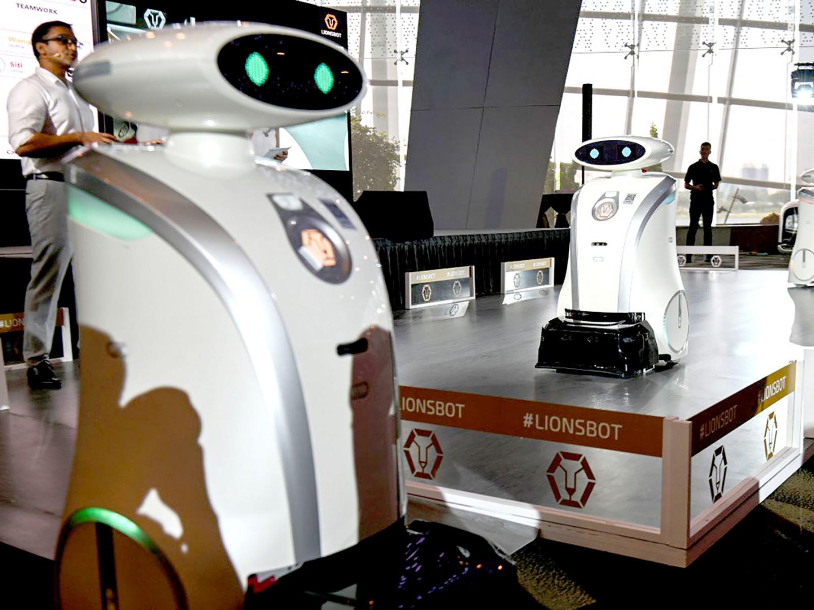 Các robot vệ sinh của Công ty LionsBot được giới thiệu hôm 17-7. Ảnh: AFP