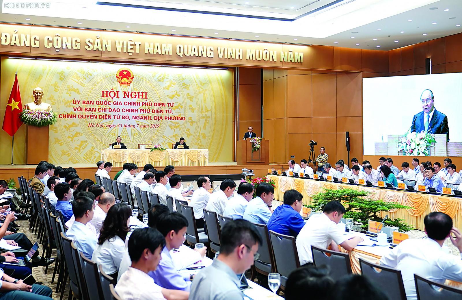 Thủ tướng Nguyễn Xuân Phúc, Chủ tịch Ủy ban Quốc gia Chính phủ điện tử phát biểu. Ảnh: VPCP