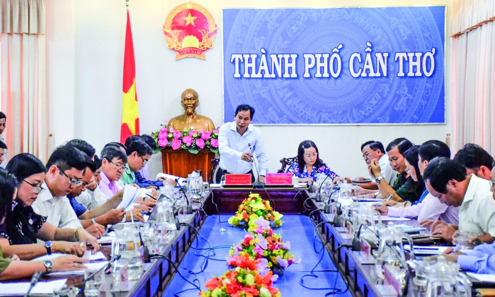 Phó Bí thư Thành ủy - Chủ tịch UBND TP Cần Thơ Lê Quang Mạnh phát biểu chỉ đạo tại phiên họp. Ảnh: T. TRINH