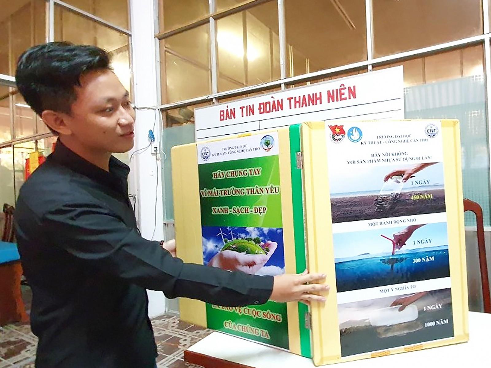 Nguyễn Xuân Vinh chế tạo thùng rác thông minh.