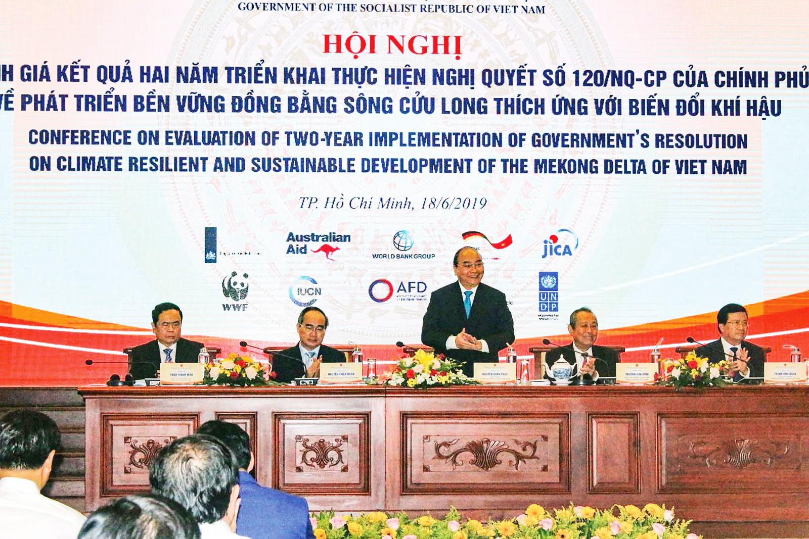 Thủ tướng Chính phủ Nguyễn Xuân Phúc chủ trì và chỉ đạo Hội nghị đánh giá 2 năm triển khai thực hiện Nghị quyết 120. Ảnh: V.T