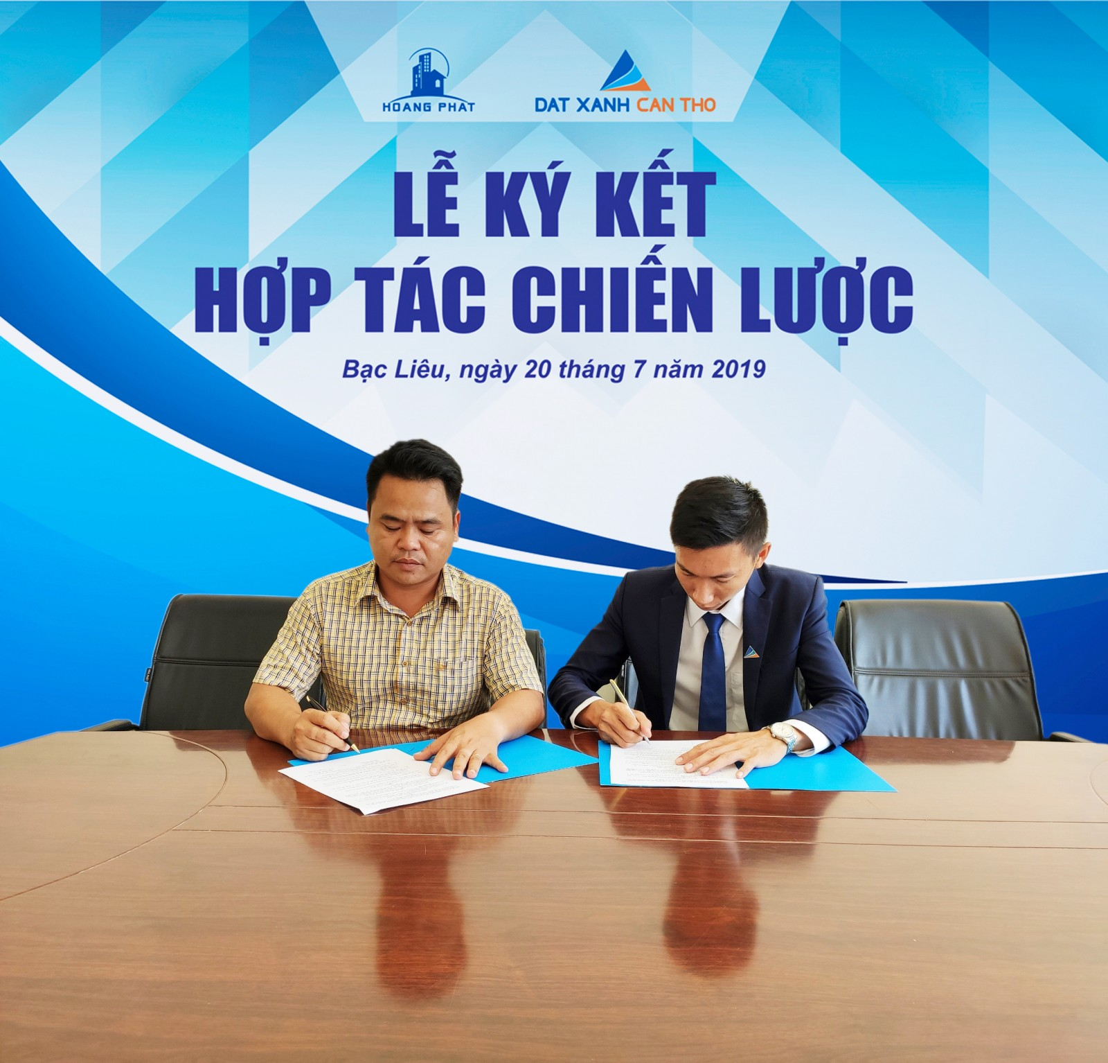 Đại diện CĐT Hoàng Phát và đại diện ĐXCT ký kết hợp tác ngày 20/7/2019
