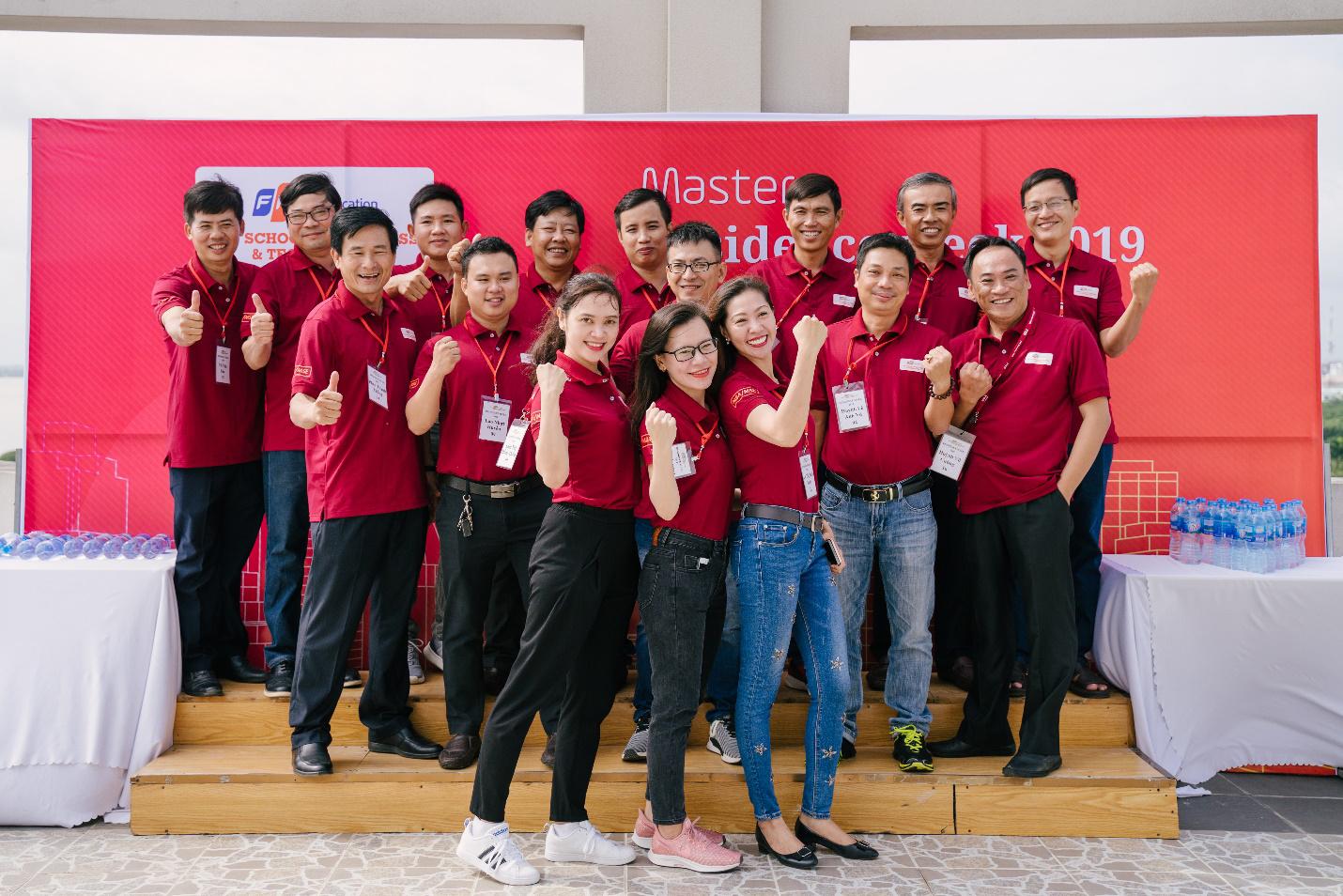 Các nhà quản trị - học viên MBA của FSB khu vực Cần Thơ hào hứng đón mừng Master Residence Week 2019.