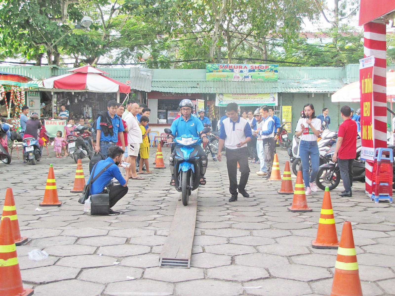 """Tuổi trẻ quận Ninh Kiều tổ chức Ngày hội """"Thanh niên với văn hóa giao thông""""."""