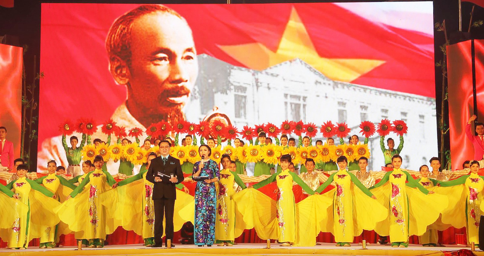 Một chương trình nghệ thuật kỷ niệm Cách Mạng Tháng Tám và Quốc khánh 2-9 tại Cần Thơ.