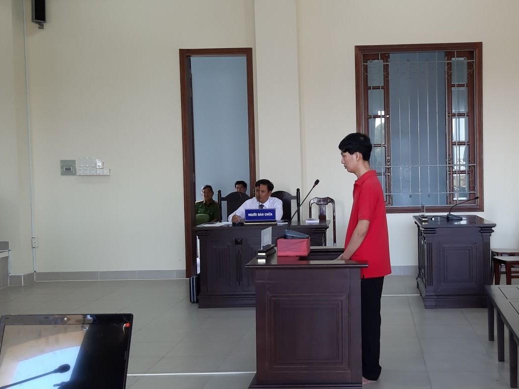 Bị cáo Huy taị phiên toà sơ thẩm. Ảnh: T.Nhung