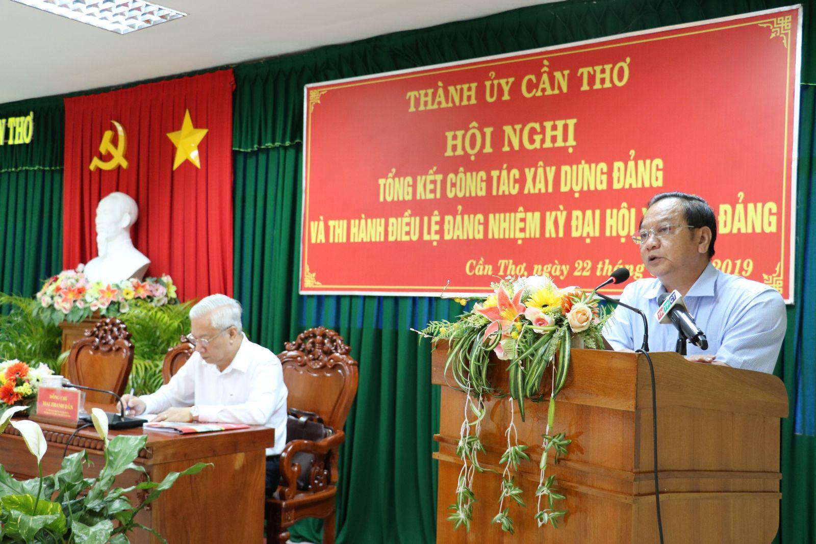 Đồng chí Trần Quốc Trung, Ủy viên Trung ương Đảng, Bí thư Thành ủy Cần Thơ phát biểu chỉ đạo tại Hội nghị. Ảnh: Q. THÁI