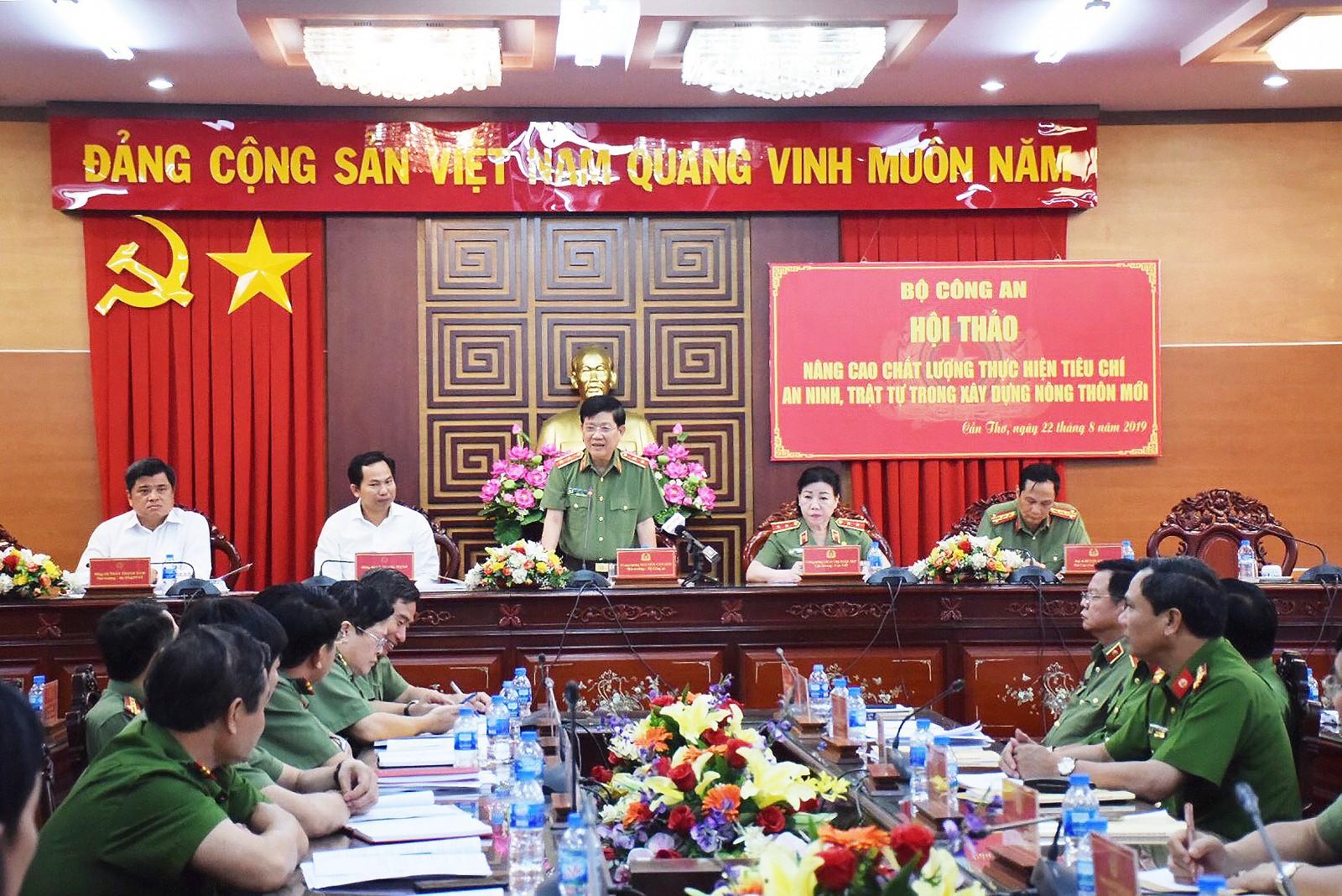 Trung tướng Nguyễn Văn Sơn, Thứ trưởng Bộ Công an, phát biểu chỉ đạo tại hội thảo.
