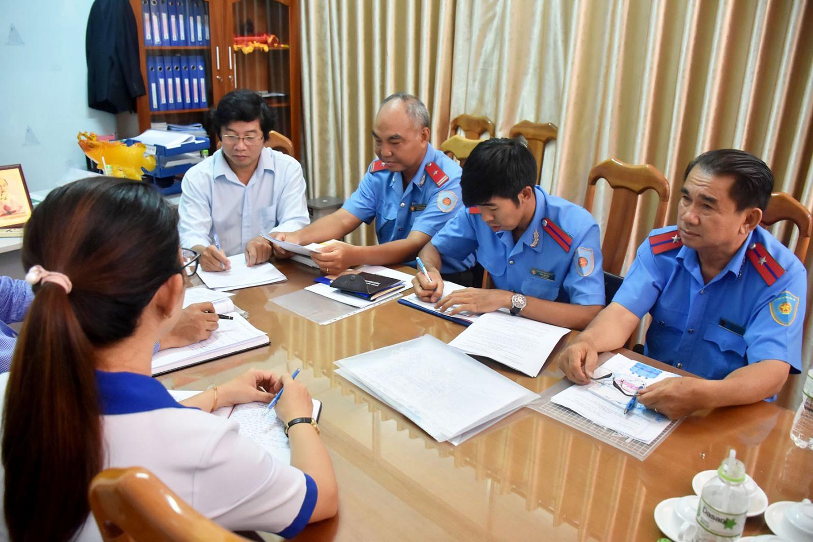 Thanh tra Sở GTVT TP Cần Thơ và Thanh tra Sở Giáo dục- Đào tạo thành phố kiểm tra hoạt động đưa rước học sinh tại Trường Phổ thông Thái Bình Dương.