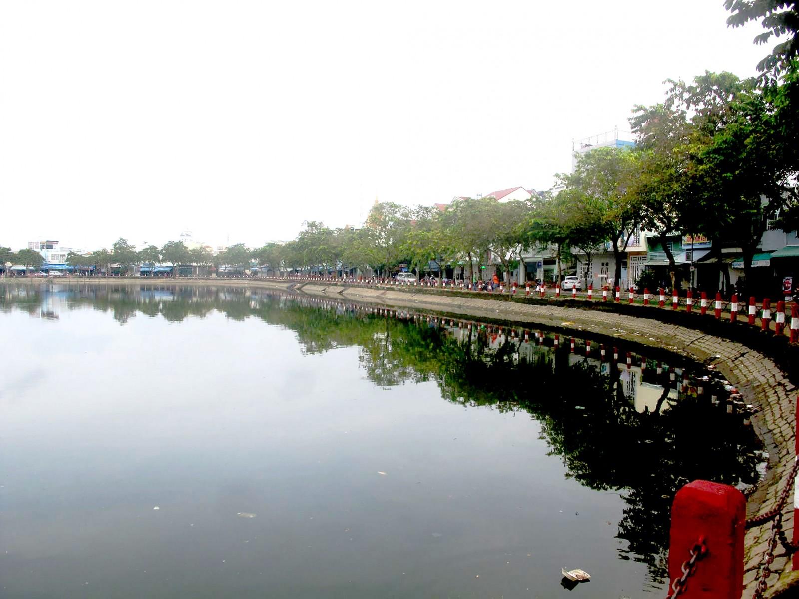 Dự án cải tạo nâng cấp hồ Xáng Thổi góp phần điều tiết nước, khí hậu, giảm ô nhiễm môi trường cho nội ô quận Ninh Kiều. Ảnh: Thiện Khiêm