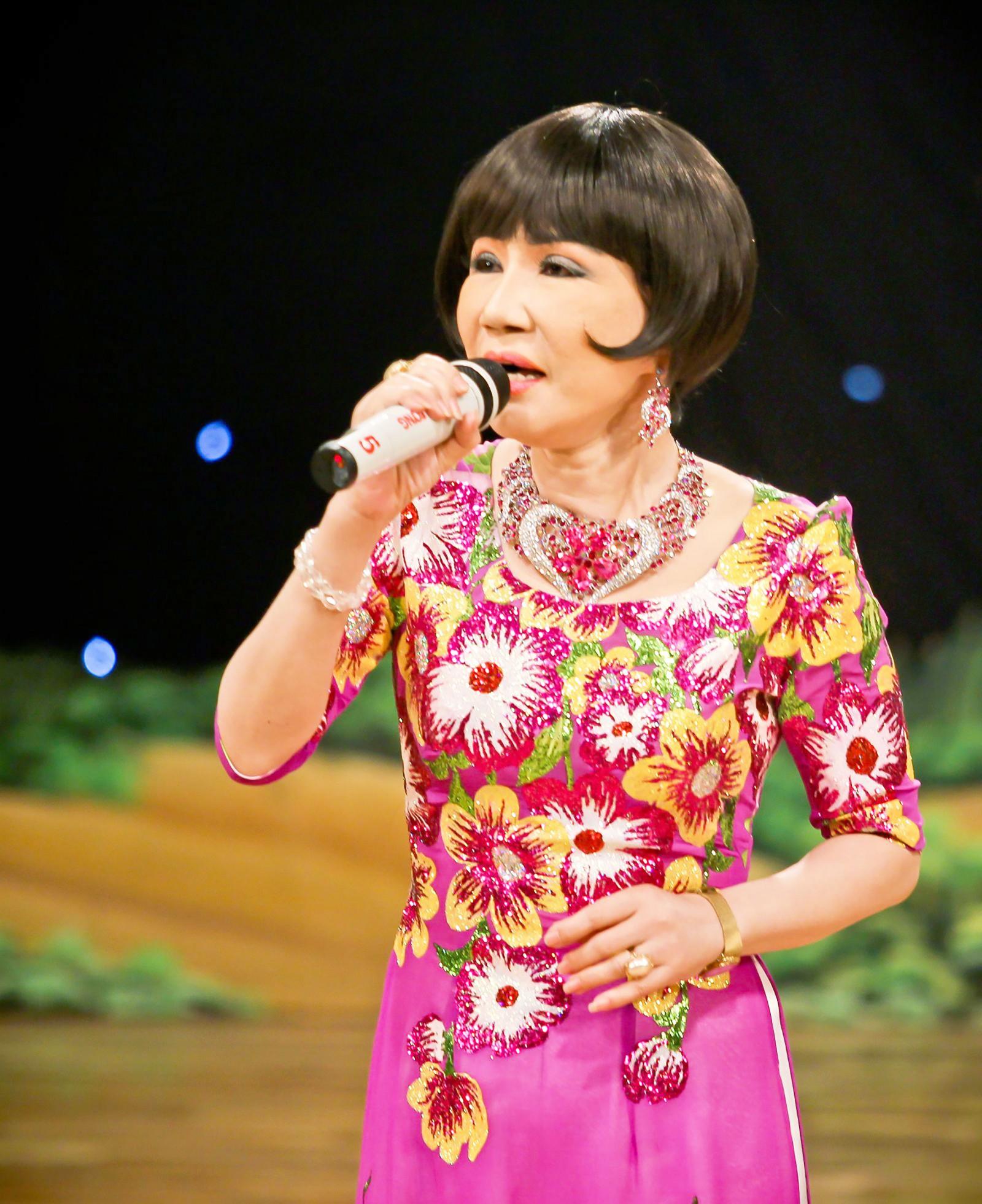 NSƯT Thanh Kim Huệ.