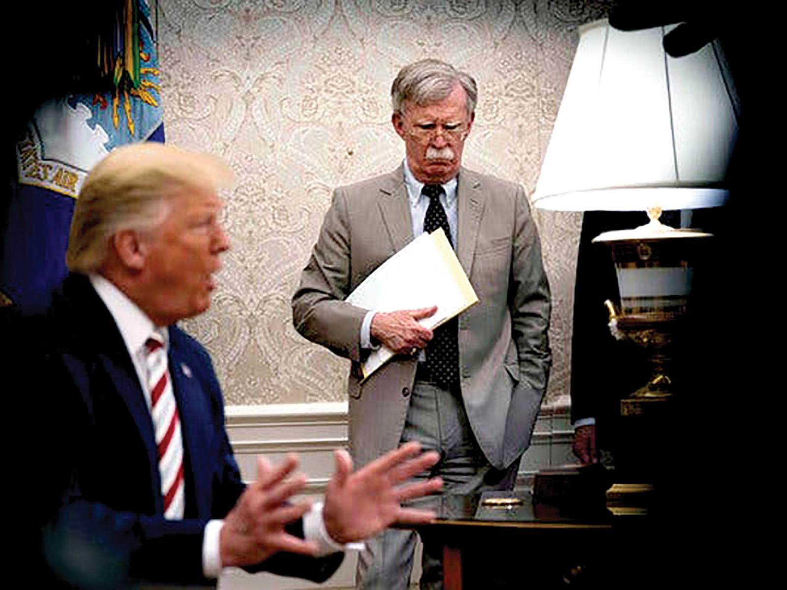 Tổng thống Trump (trái) và ông Bolton. Ảnh: NYT