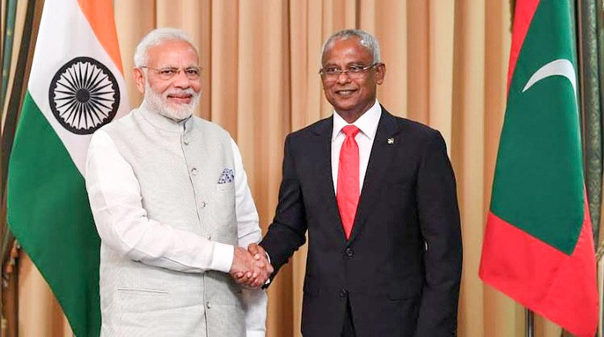 Thủ tướng Ấn Độ Modi (trái) và Tổng thống Maldives Solih. Ảnh: AP