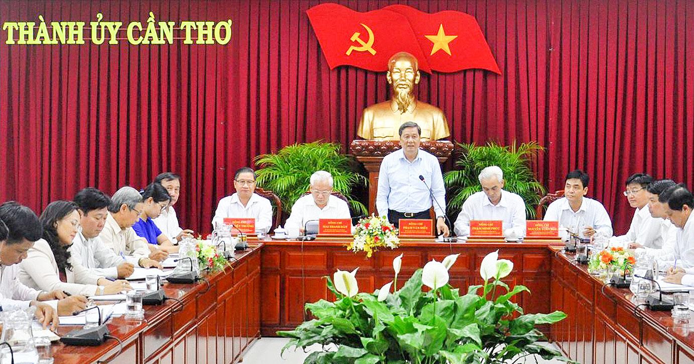 Đồng chí Phạm Văn Hiểu, Phó Bí thư Thường trực Thành ủy, Chủ tịch HĐND thành phố phát biểu kết luận buổi làm việc.