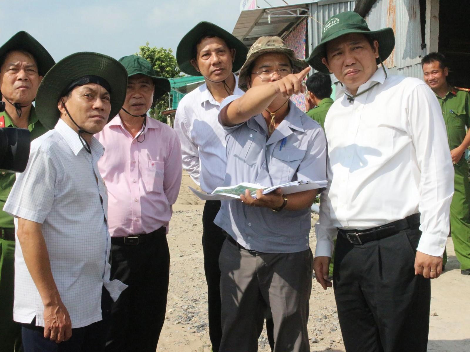 Lãnh đạo TP Cần Thơ và quận Ô Môn kiểm tra tiến độ xây dựng các dự án phát triển đô thị, khắc phục sạt lở, tạo mỹ quan sinh thái trên địa bàn quận Ô Môn.