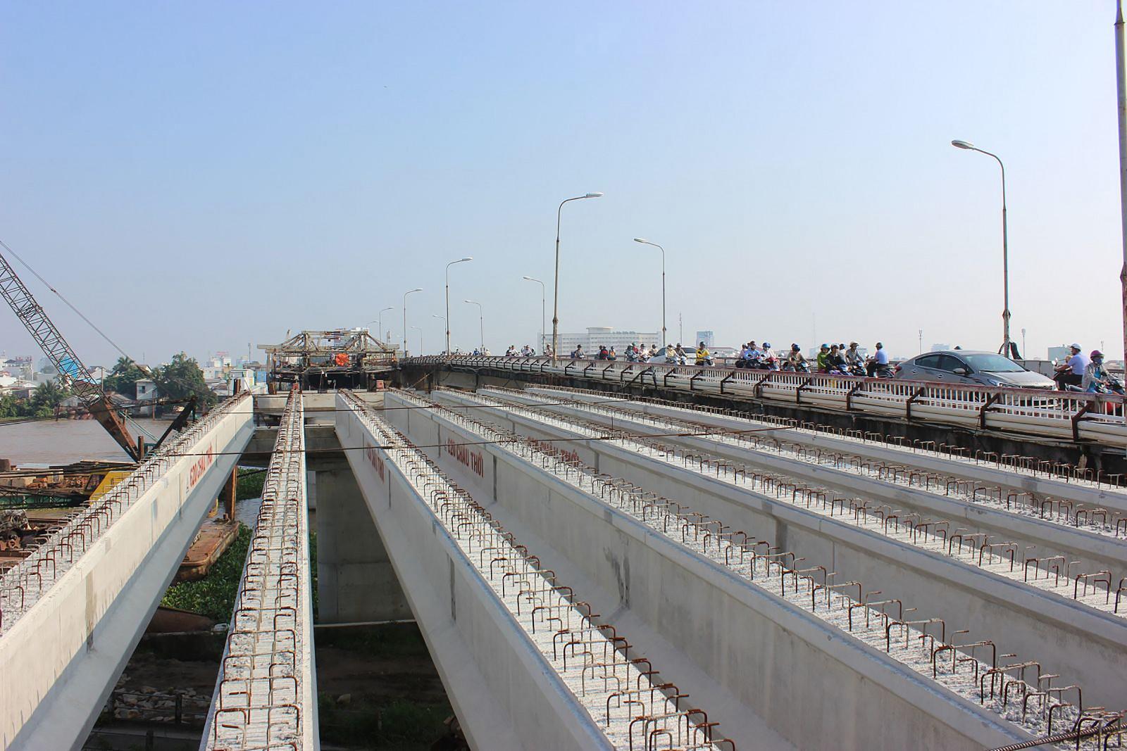 Công trình cầu Quang Trung đến nay tiến độ đã đạt 55% khối lượng, theo kế hoạch đến ngày 30-6-2020 hoàn thành.