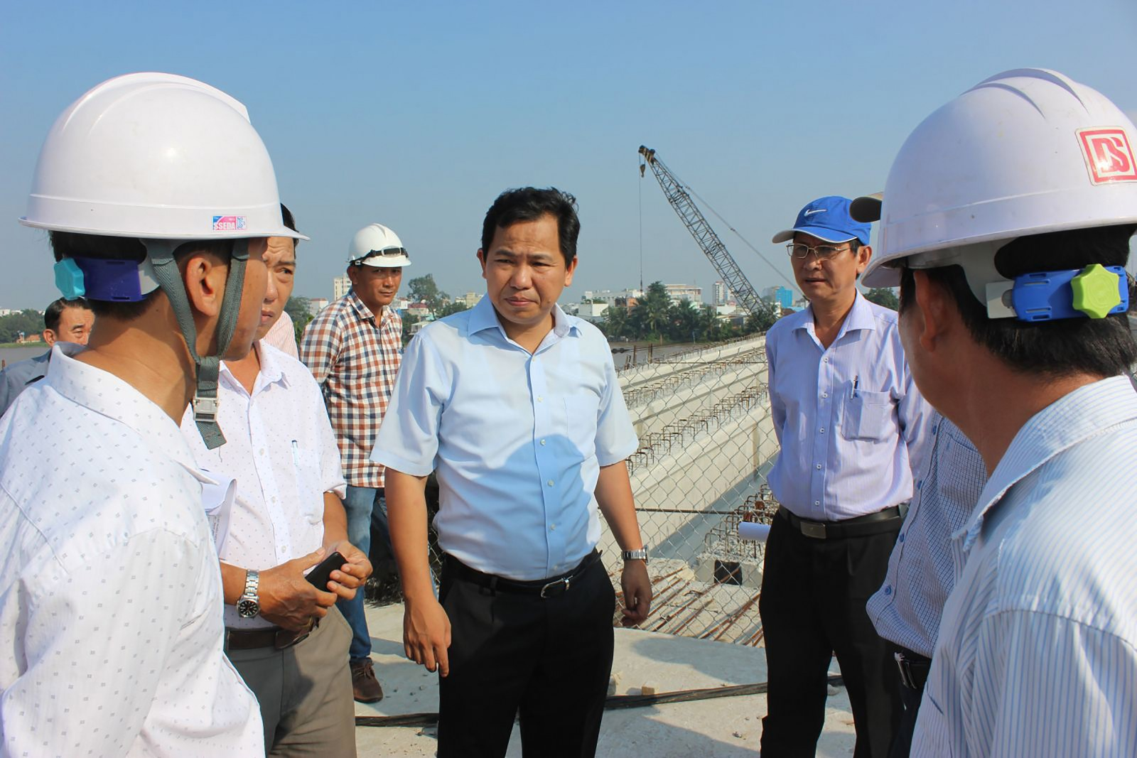 Lãnh đạo UBND thành phố kiểm tra, yêu cầu đẩy nhanh tiến độ công trình cầu Quang Trung.