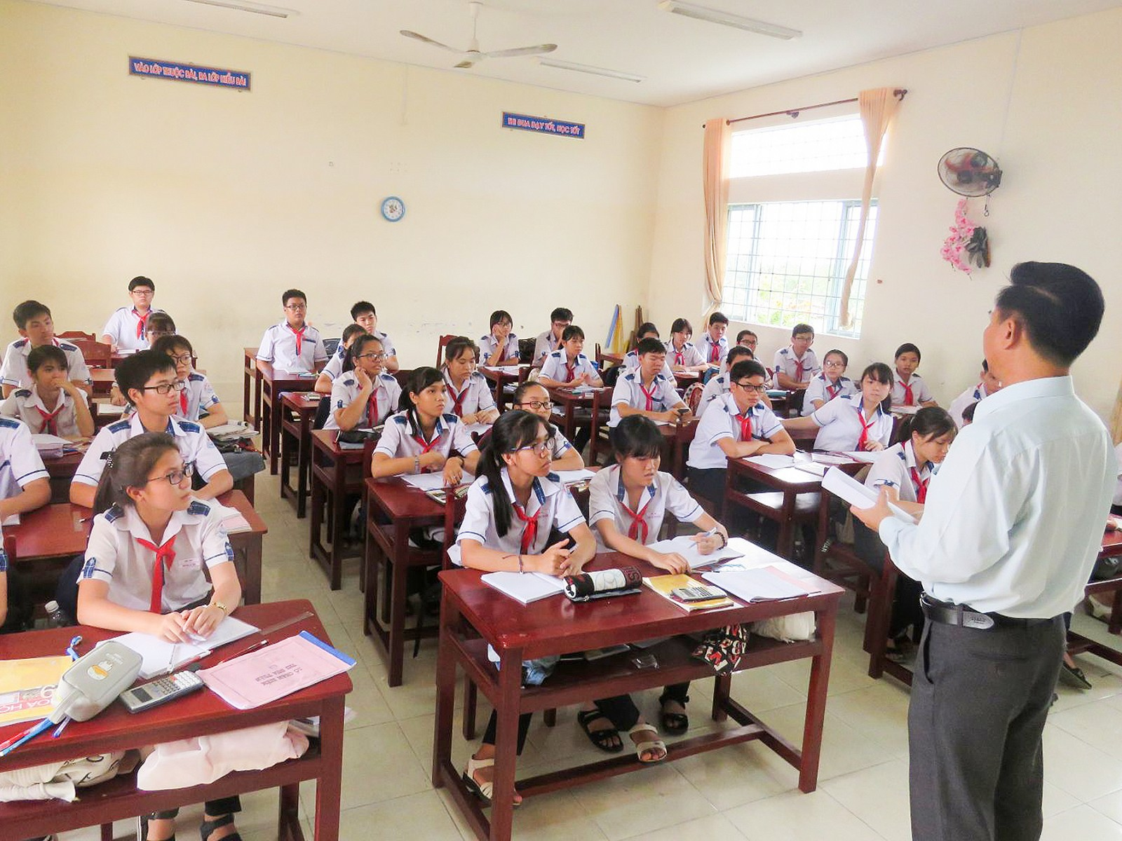Nâng cao hiệu quả phân luồng học sinh sau tốt nghiệp phổ thông góp phần  nâng chất hệ GDTX. Trong ảnh: Một buổi hướng nghiệp cho học sinh lớp 9 Trường THCS Bình Thủy.