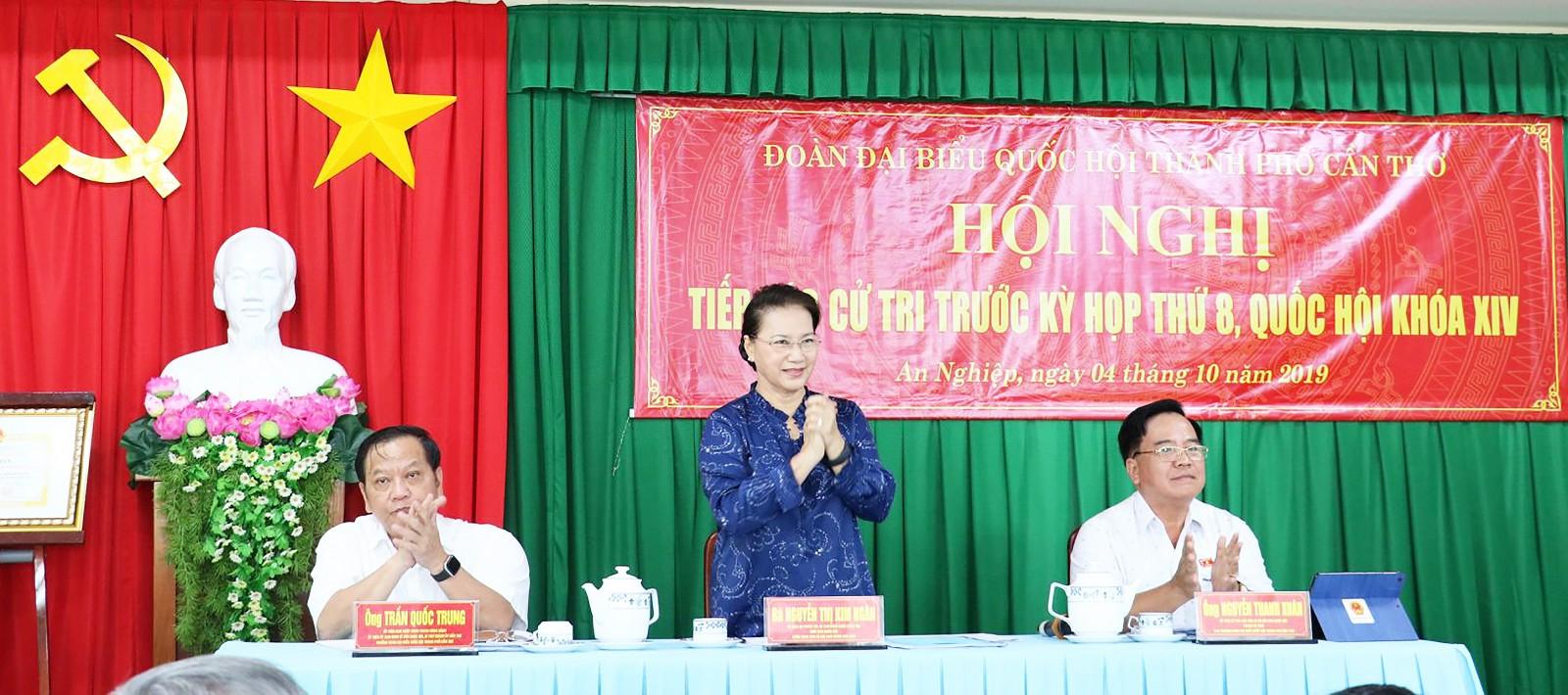Chủ tịch Quốc hội Nguyễn Thị Kim Ngân tiếp xúc cử tri phường An Nghiệp, quận Ninh Kiều, TP Cần Thơ.