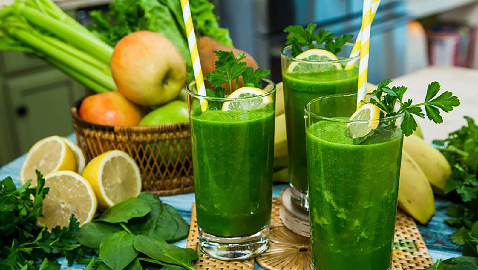 Ăn nhiều rau xanh, trái cây là cách an toàn và hiệu quả giúp cơ thể tổng hợp collagen. Ảnh: hallmarkchannel