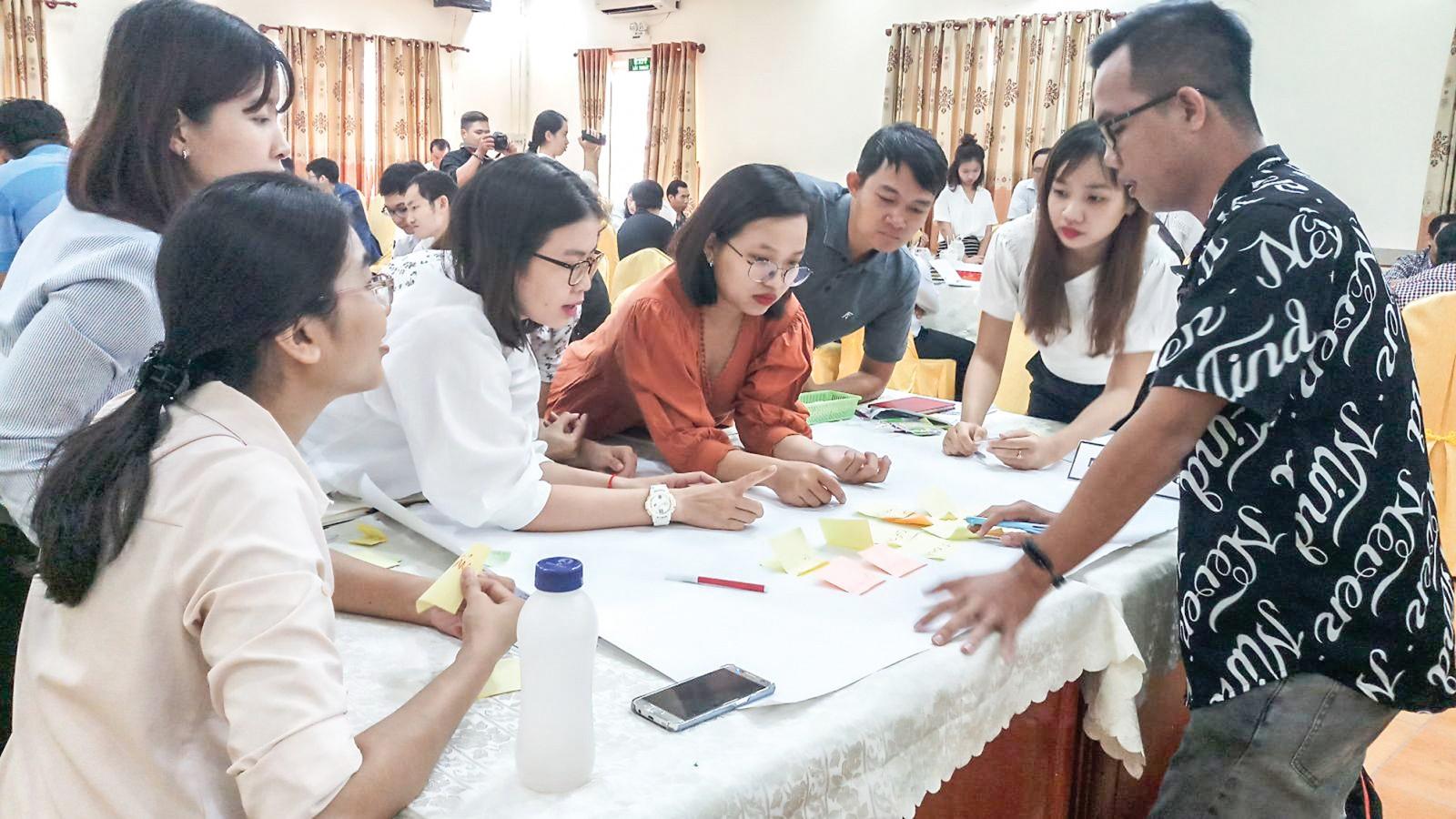 Các học viên tham gia hoạt động thảo luận nhóm.