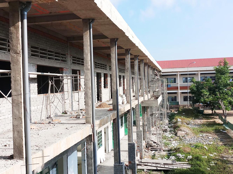 Trường THPT Vĩnh Thạnh được đầu tư nâng cấp, sửa chữa.