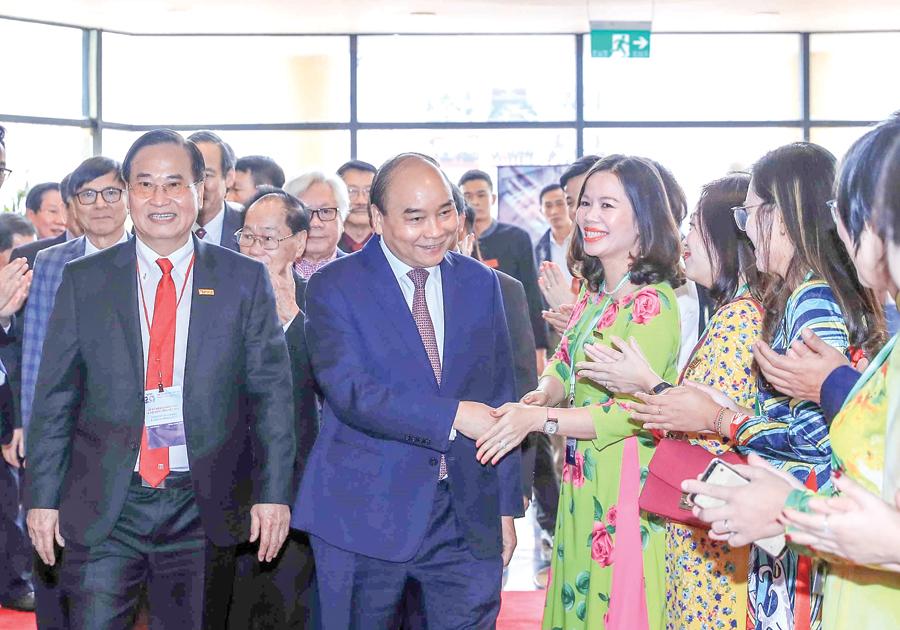 Thủ tướng Nguyễn Xuân Phúc với các đại biểu dự Lễ kỷ niệm. Ảnh: THỐNG NHẤT – TTXVN