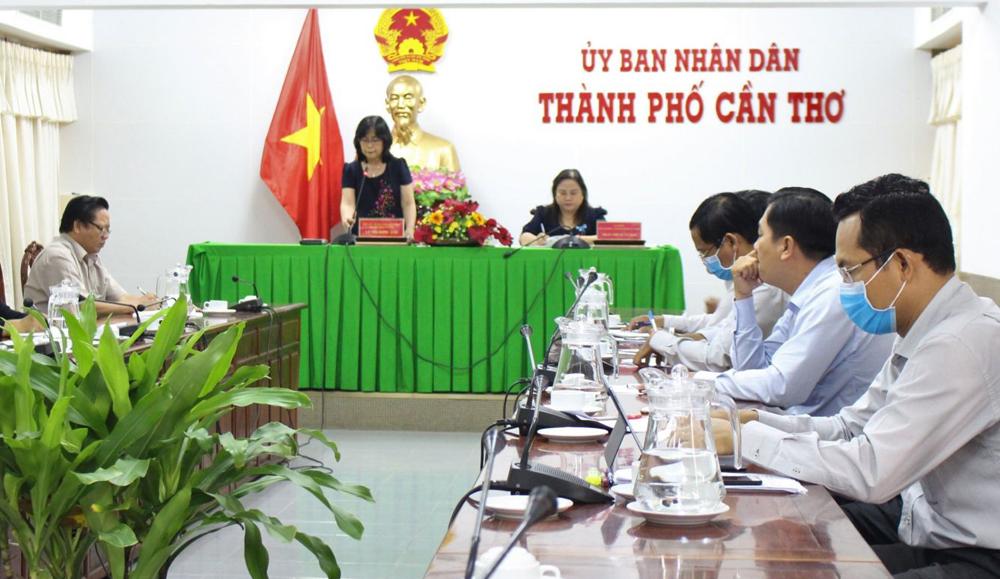 Phó Chủ tịch UBND thành phố Võ Thị Hồng Ánh phát biểu chỉ đạo tại cuộc họp.