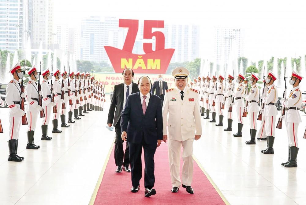 Thủ tướng Nguyễn Xuân Phúc đến dự buổi lễ. Ảnh: THỐNG NHẤT – TTXVN