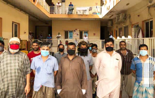 Lao động nhập cư tại trại lao động mà Hassan đang ở. Ảnh: Guardian