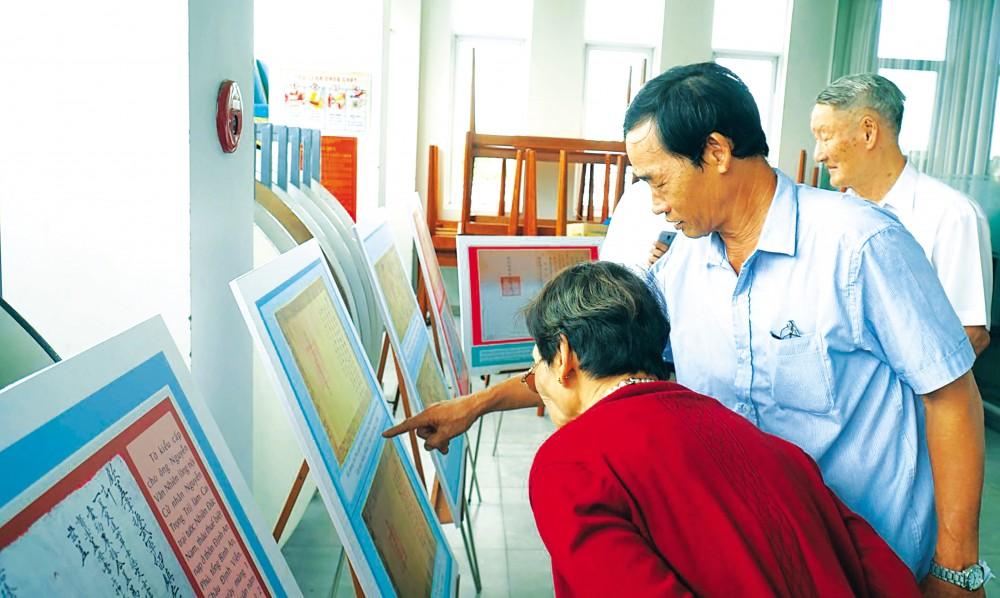 Hậu duệ các nhân vật lịch sử xem văn bản Hán - Nôm do Hội KHLS Đồng Tháp sưu tầm được.