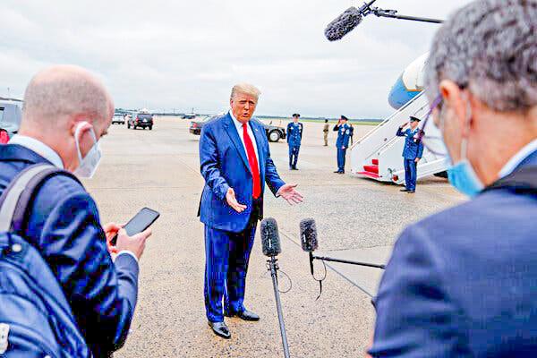 Tổng thống Trump trả lời báo giới hôm 8-9. Ảnh: NY Times