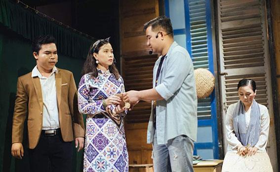 """Một cảnh trong vở """"Tấm lòng của biển"""" do nhóm kịch trẻ Cà Mau diễn xuất. Ảnh: NVCC"""