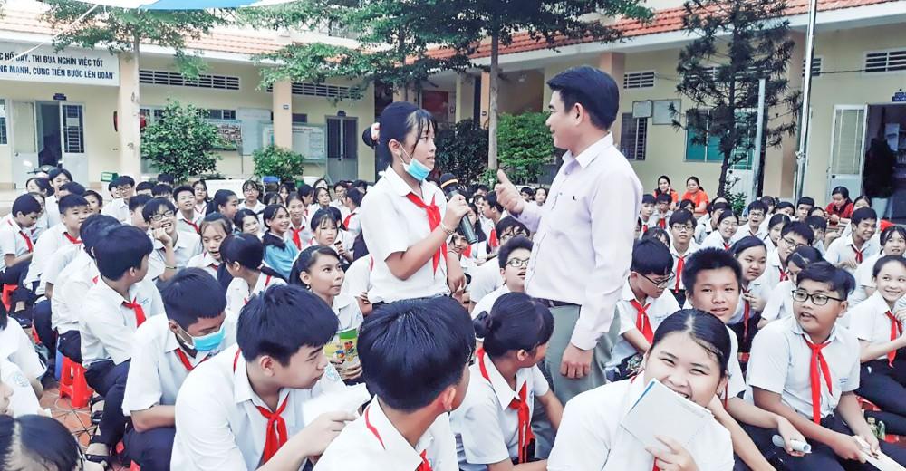 Trung tâm Công tác xã hội TP Cần Thơ tuyên truyền về các kỹ năng phòng tránh bạo lực, xâm hại trẻ em tại trường học trên địa bàn quận Ninh Kiều. Ảnh: Trung tâm Công tác xã hội TP Cần Thơ.