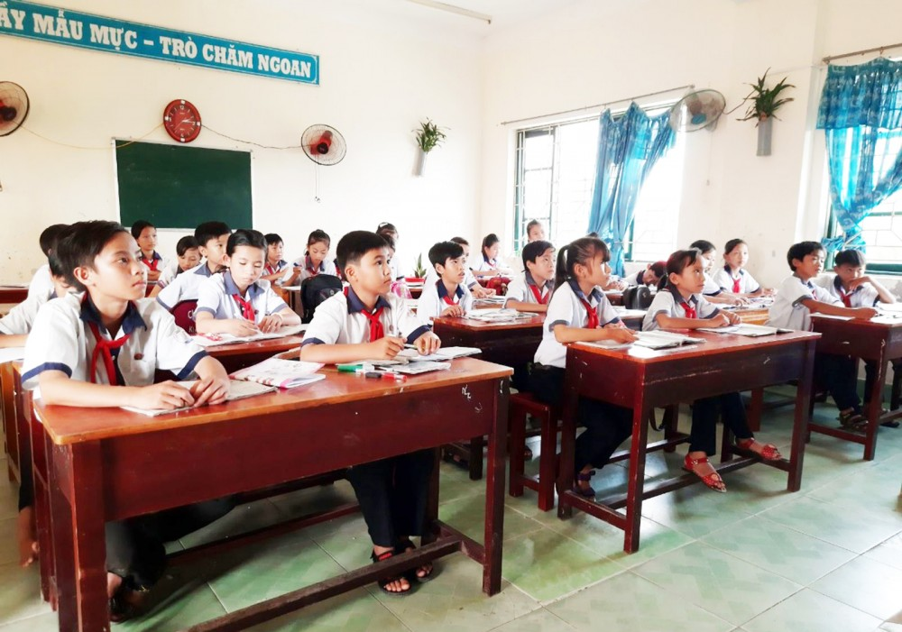 Giờ học của học sinh Trường Tiểu học và THCS Phong Đông.