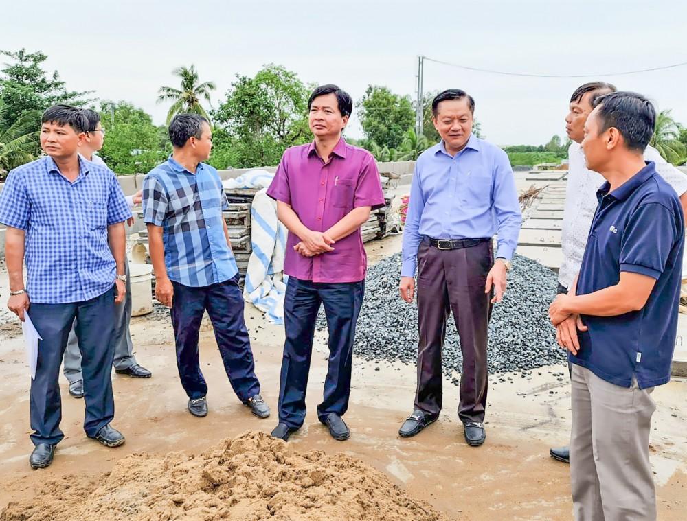 Lãnh đạo UBND TP Cần Thơ kiểm tra tiến độ thi công thực tế công trình đường tỉnh 922.