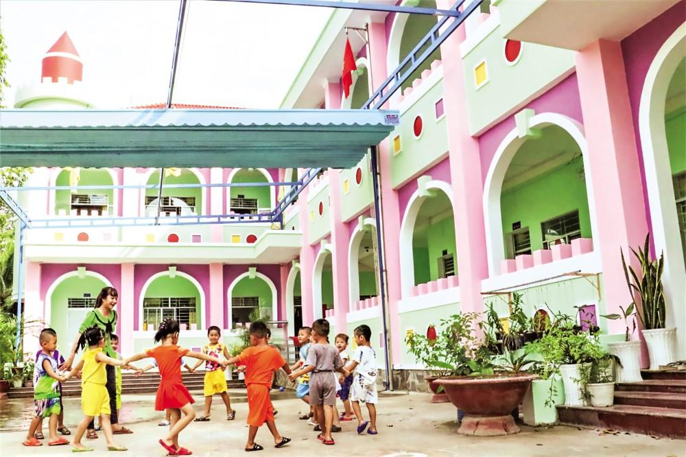Công trình Trường Mẫu giáo Long Hưng 2, phường Long Hưng (quận Ô Môn) đưa vào sử dụng vào trung tuần tháng 9-2020, góp phần chăm sóc trẻ tốt hơn.