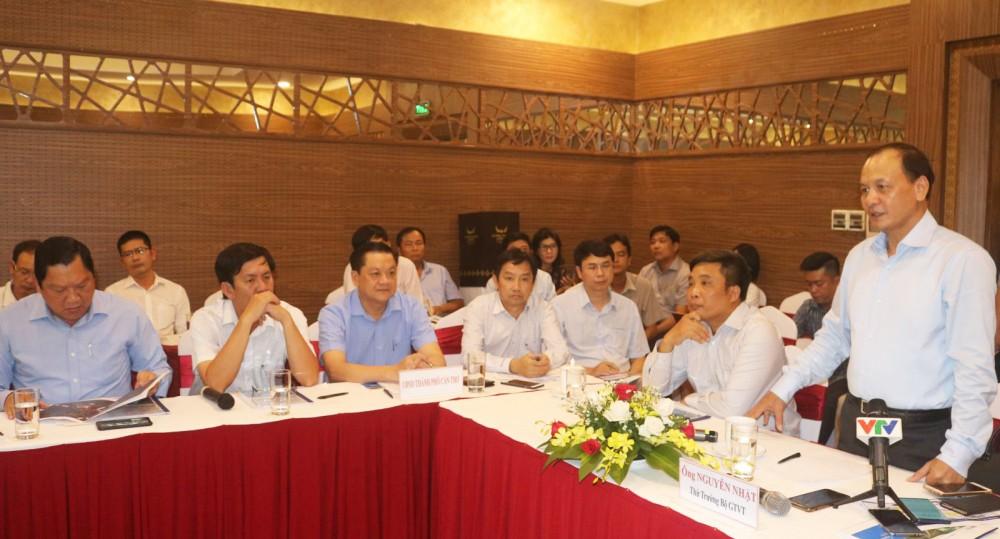 Thứ trưởng Nguyễn Nhật phát biểu chỉ đạo tại cuộc họp.