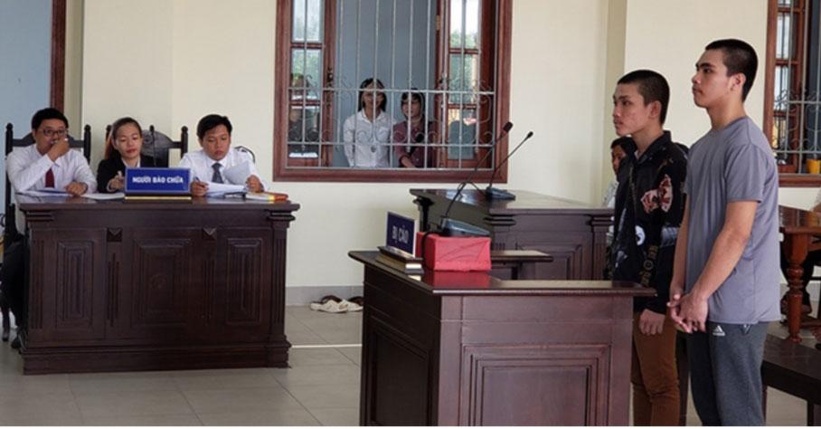 Trợ giúp viên pháp lý của Trung tâm TGPL Nhà nước TP Cần Thơ tham gia TGPL cho bị cáo tại phiên toà sơ thẩm của Tòa án Nhân dân TP Cần Thơ. Ảnh: Trung tâm TGPL Nhà nước TP Cần Thơ cung cấp