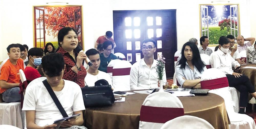 Đại biểu phát biểu thảo luận tại hội thảo.