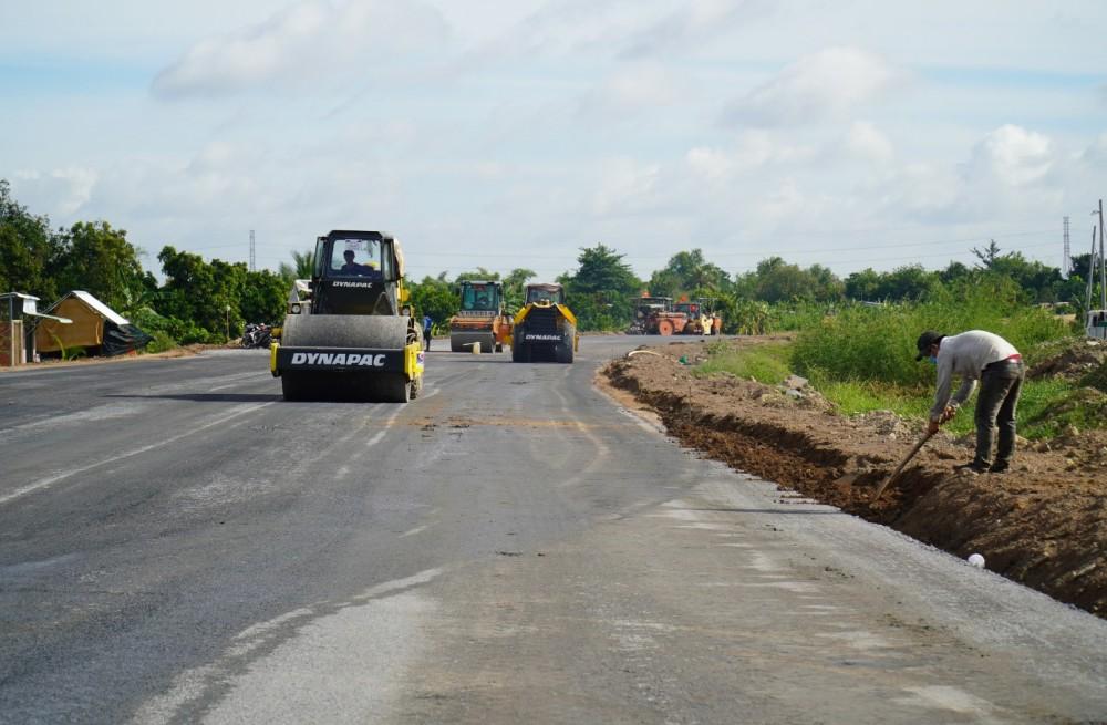 Một đoạn cao tốc Trung Lương – Mỹ Thuận được các công nhân đang cấp tốc thi công để kịp đưa tuyến đường cao tốc vào sử dụng dịp tết Tân Sửu 2021 sắp tới. Nguồn: Ảnh Internet.